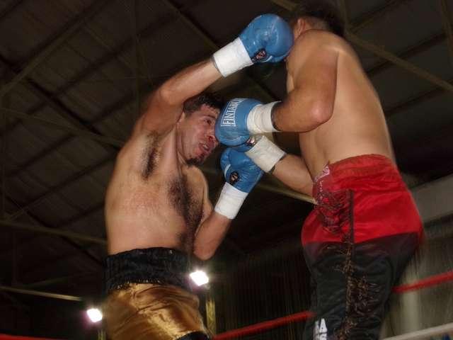 """En su retorno al boxeo, Inalef ganó """"sin despeinarse"""""""