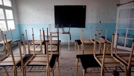 Un docente lleva cinco meses encerrado en el aula sin dar clases porque su novia lo dejó