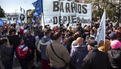 """Día de protestas: hicieron un """"polentazo nacional"""" en el Obelisco y hubo una masiva marcha a Plaza de Mayo"""