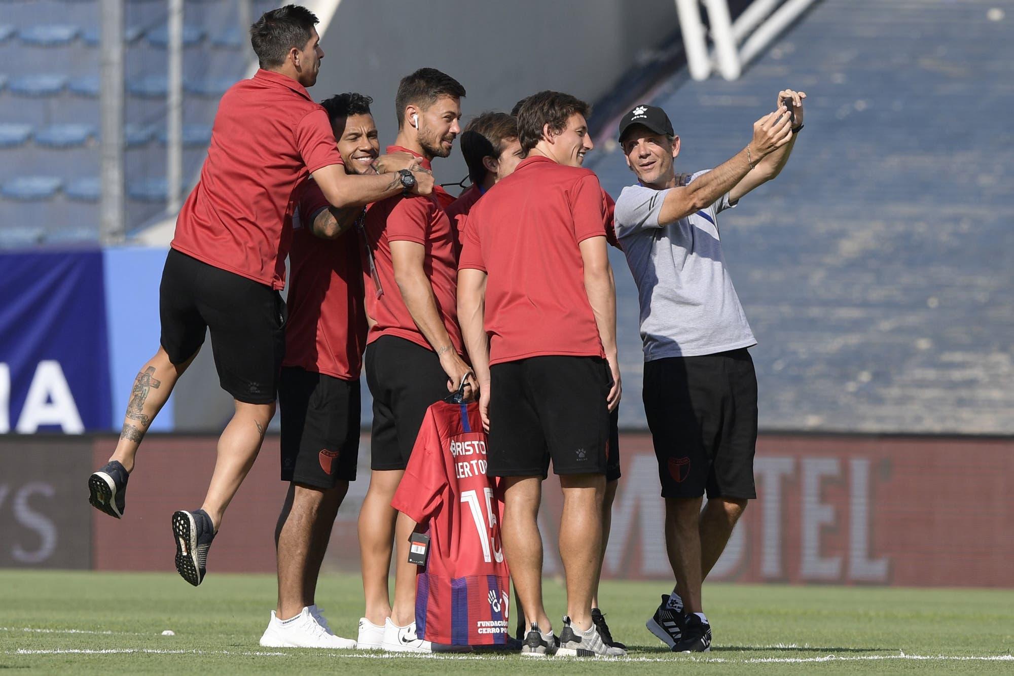 Colón está a punto de superar su propio límite: de Santa Fe a Asunción, una conmoción futbolera detrás de un título