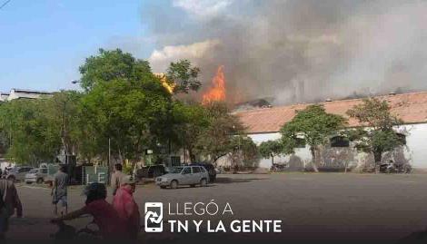 Evacuaron a todo un pueblo en Jujuy por el incendio en un ingenio: hay cinco muertos