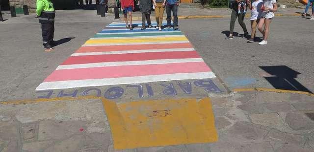 El Centro Cívico se pintó con los colores de la diversidad