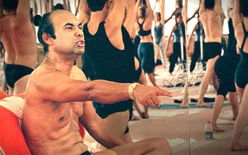 De gurú del 'yoga caliente' a abusador serial