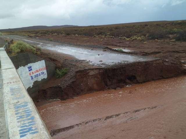 Está intransitable la ruta 237 a la altura de Arroyito-Picún por intensas lluvias