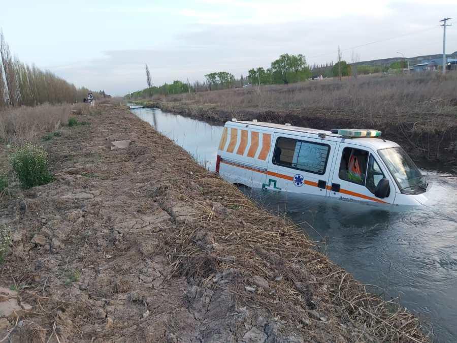 Una ambulancia con muestras de coronavirus cayó al canal