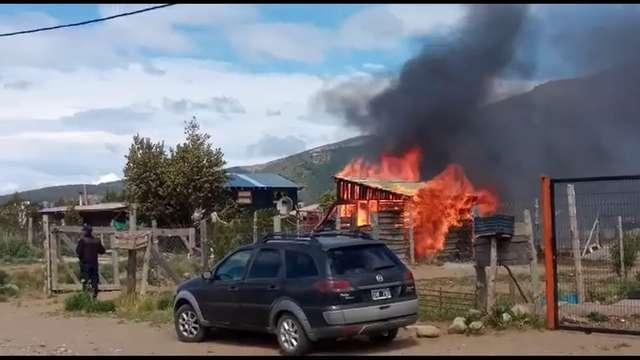 Pérdidas totales tras el incendio de una casilla en el barrio 29 de Septiembre