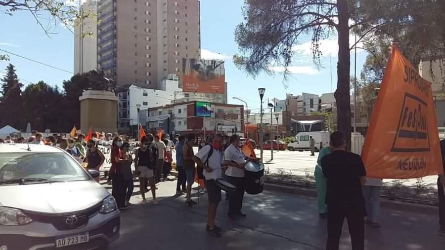 marchas-hoy-en-el-centro-de-neuquen-por-reclamo-de-sindicatos-y-organizaciones-sociales