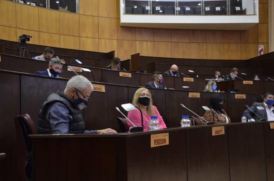 los-conflictos-salariales-atravesaron-la-primera-sesion-de-la-legislatura