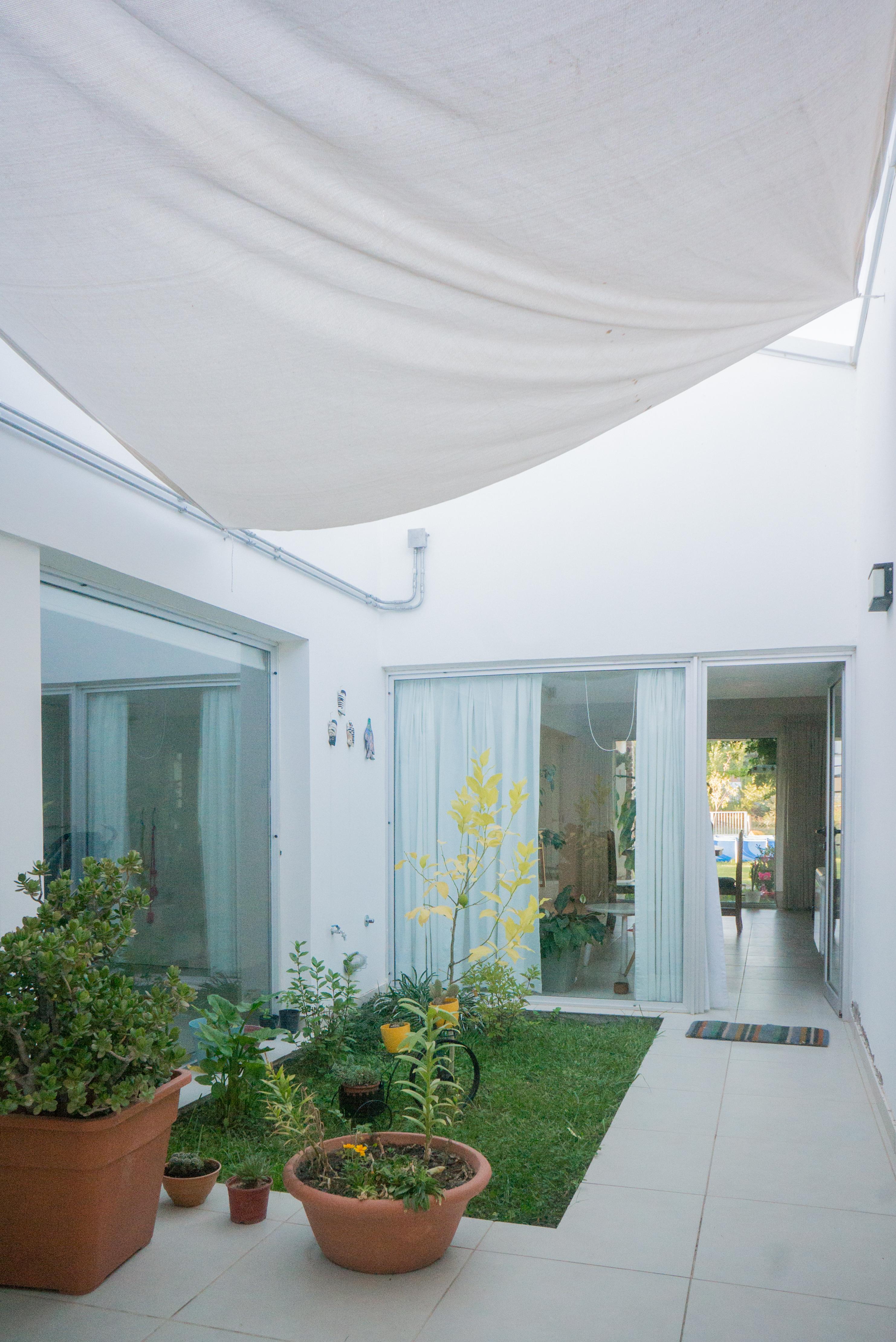 arquitectura-en-roca:-version-moderna-y-funcional-de-una-casa-en-zona-de-chacras