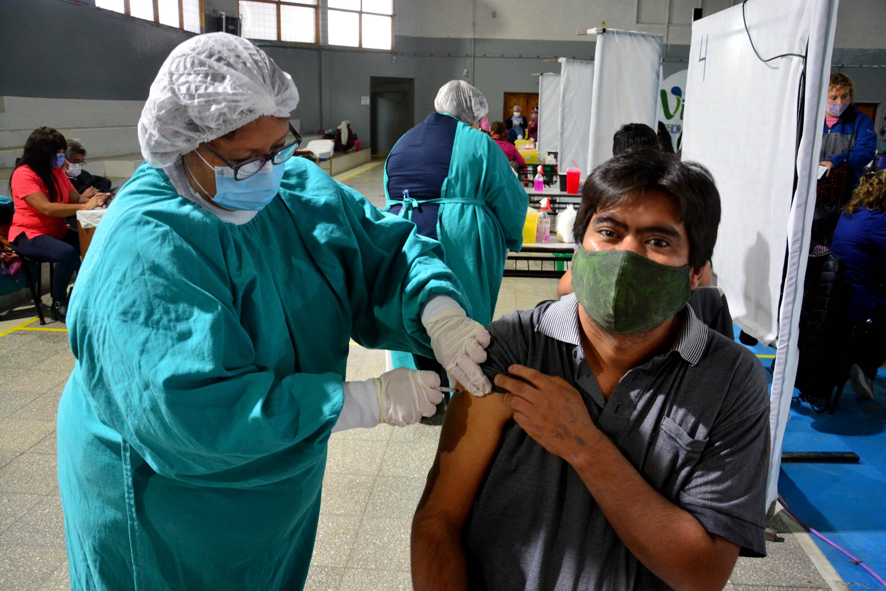 covid-19:-este-viernes-vacunaran-a-personas-con-y-sin-turno-en-viedma
