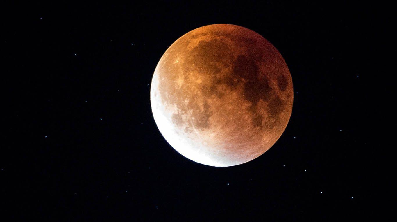 superluna-de-fresa-en-junio:-cuando-es-y-como-podemos-verla