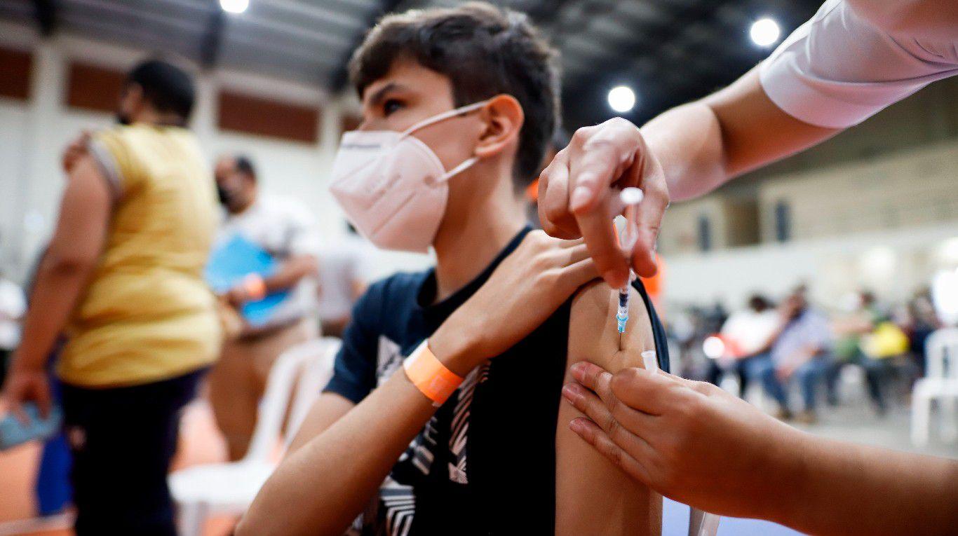 este-martes-comienza-la-vacunacion-contra-el-coronavirus-para-adolescentes-de-entre-12-y-17-anos-con-comorbilidades