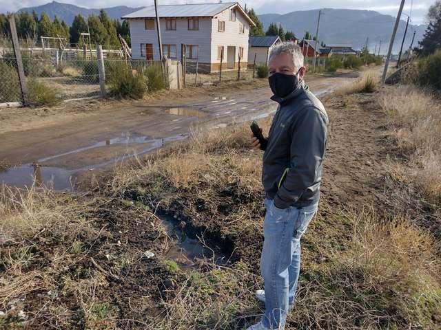 vecinos-reclaman-por-perdida-de-agua-en-el-pilar-i