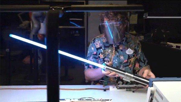 """disney-muestra-el-sable-laser-""""real""""-de-star-wars-en-un-nuevo-video"""