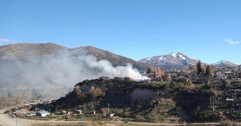 voraz-incendio-en-una-vivienda-en-el-barrio-arrayanes